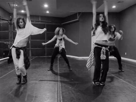 Selena gomez amp friends dance to taylor swift s i knew you were