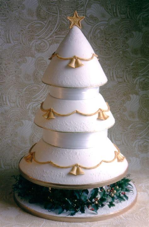 christmas tree wedding cake by dragonsanddaffodils on