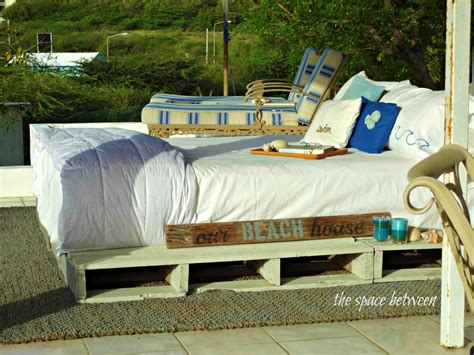 how to make bed how to make a pallet bed by the space between