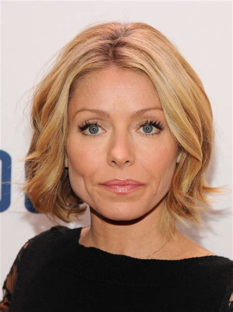 kelly ripa hair style kelly ripa short wavy cut kelly ripa looks stylebistro