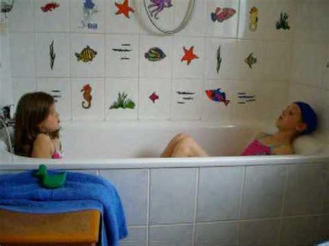 kinder wanne damen in der badewanne 0001