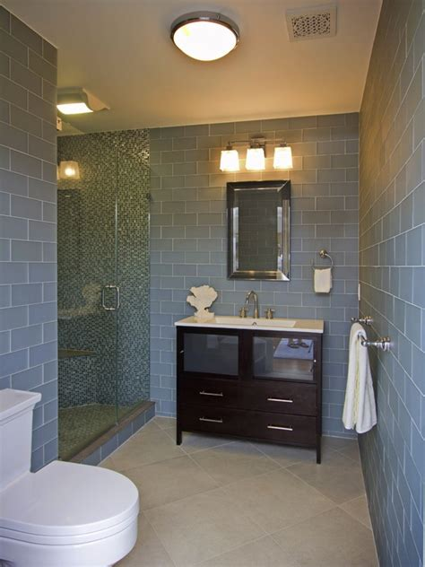 strand glas backsplash 17 best images about contemporary and modern bathrooms on