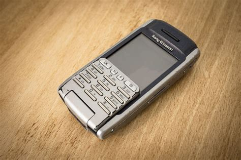 Keypad Flip Sony Ericsson P 900 why i still use a ten year sony ericsson p900 review cult of mac