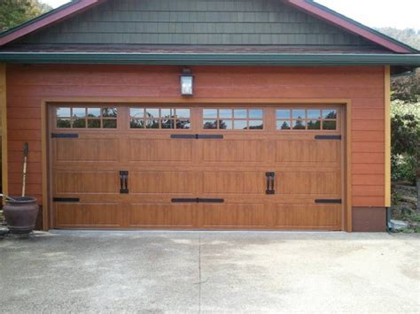 Clopay Commercial Garage Doors by Clopay Gallery Series Gd1lp In Medium Oak Traditional