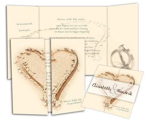 Hochzeitseinladung Zweisprachig by Altarfalz Hochzeitseinladung Herz Im Sand