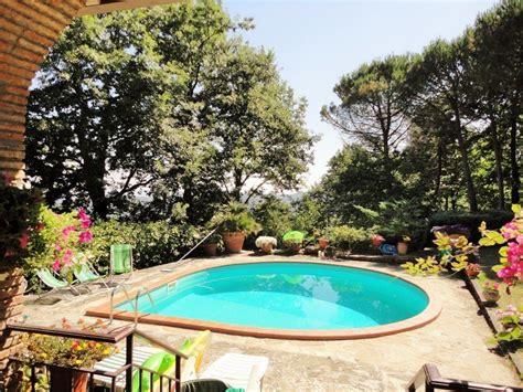in vendita a piscina villa in vendita a piegaro con piscina e parco