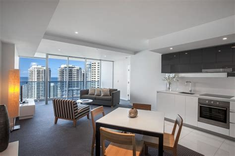 2 bedroom apartments surfers paradise hilton surfers paradise schoolies accommodation gold