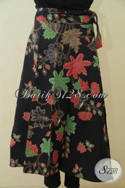 Rok Katum Murmer busana bawahan batik motif bunga warna hitam model lilit