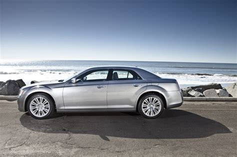 Images Of 2013 Chrysler 300 2013 chrysler 300 pictures photos gallery motorauthority