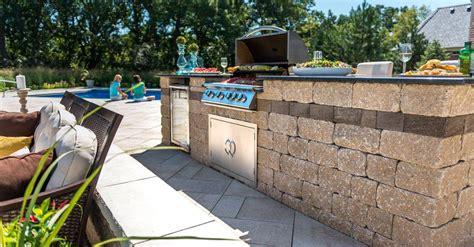 Unilock Retaining Wall Installation Estate Wall Walls Verticals Pavers Retaining Walls