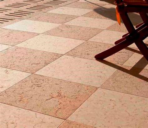 pavimento a scacchiera esterno in pietra di prun rosa bocciardata arch pietre