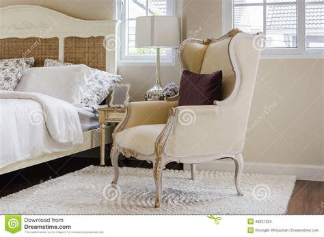con il cuscino sedia classica su tappeto con il cuscino in da