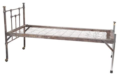 Squeaky Bed Frame Best 25 Metal Bed Frames Ideas On Iron Bed Frames Bed Frames And Metal Beds