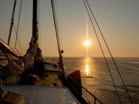 met een platbodem op zee vakantiehuis op zee waddenzee en ijsselmeer holland sail