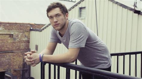 american idol winner phillip phillips gets hurricane