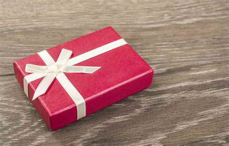 how much wedding gift how much do i have to spend on wedding gifts credit com
