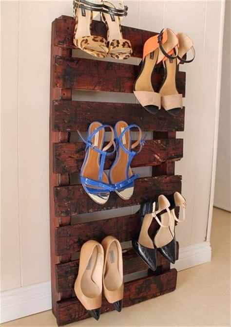 4 Steps to Make Beautiful Pallet Shoe Racks   Pallets Designs
