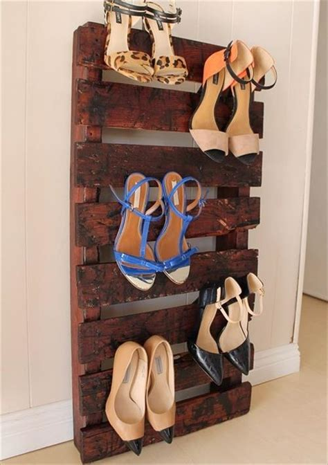 4 Steps to Make Beautiful Pallet Shoe Racks   Pallets Designs