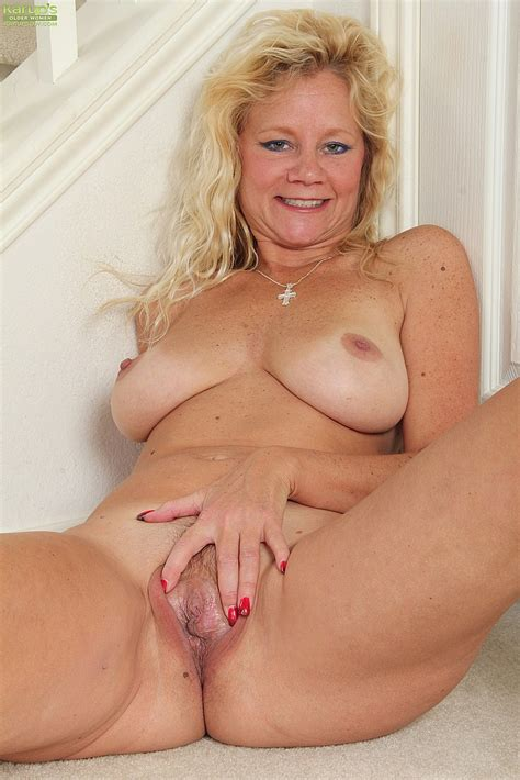 Blonde MILF Ali Jones Caress Her Pussy MILF Fox