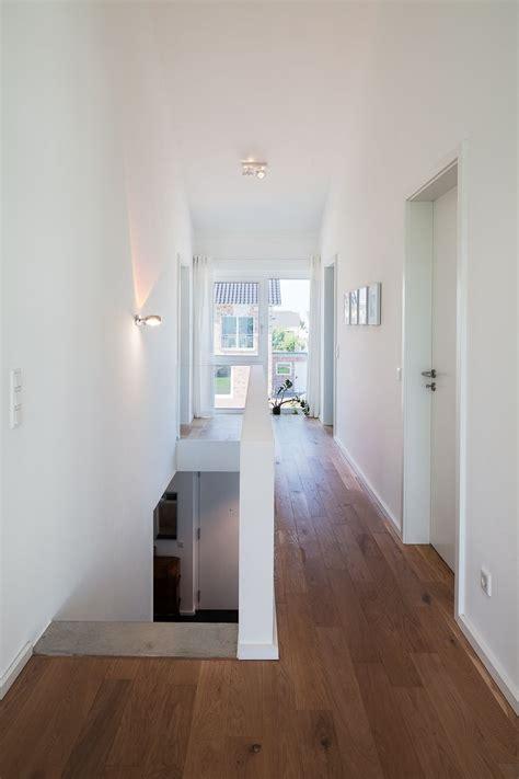Flur Gestalten Dachgeschoss by Haus L Zentraler Flur Og Mit Luftraum Bis Unter Die