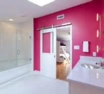 schiebet r glas in farbe gebadet elegante ideen f 252 r rosa badezimmer designs