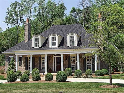 southern plantation style homes best 25 plantation style houses ideas on