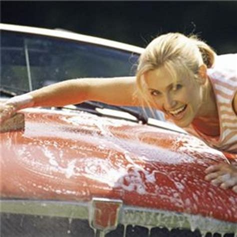 Frauen Waschen Auto by More Likely Than To Keep Car Clean 187 Autoguide