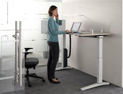 bureau en hauteur bureau reglable en hauteur ology ergos