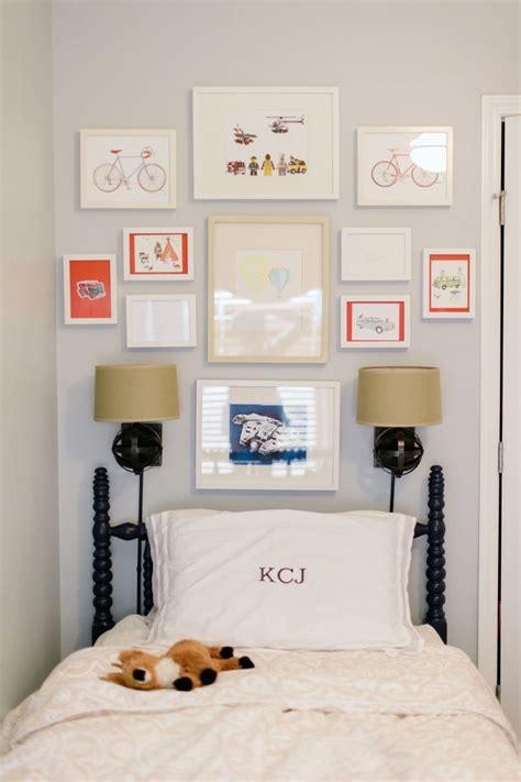 i like the picture collage above the bed pottery barn 卧室简约照片墙装饰设计大全 土巴兔装修效果图