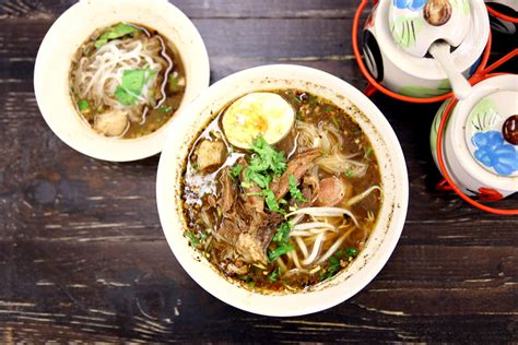 yum mama boat noodle gu thai noodle cafe 1 90 thai boat noodles for late