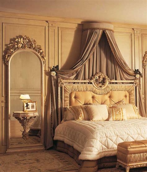 specchi per da letto classica da letto classica louvre letto specchiere con