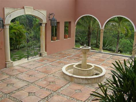 fuentes patio patio con fuente de agua palmera pinterest fuente de