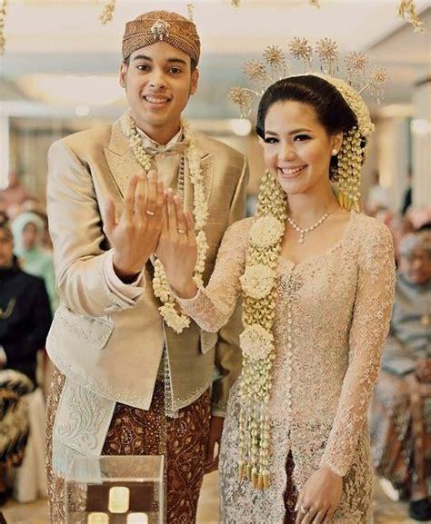Baju Pengatin Putih 82 model kebaya pengantin modern muslim masa kini