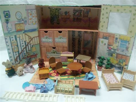 calico critters of cloverleaf corners carry w