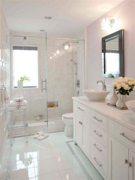 decoração de banheiro pequeno todo branco 40 fotos de banheiros brancos toque de cor