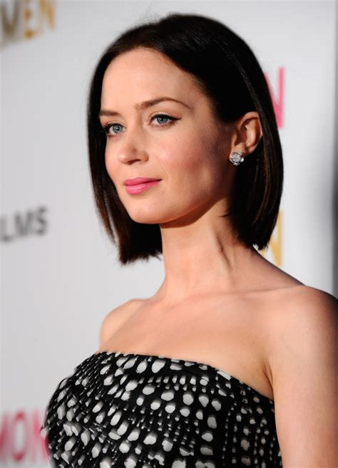 canapé alinea emily blunt in premiere of cbs quot salmon fishing in