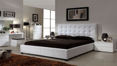 modern bedroom decorating ideas modern bedroom design with simple decorating ideas
