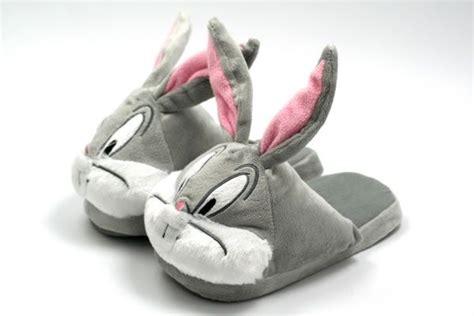 bugs bunny slippers bugs bunny plush slippers neatorama