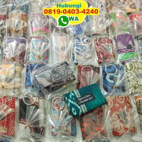 Souvenir Pernikahan Gantungan Kunci Sandal Batok Plus Kut gantungan kunci dompet batik souvenir pernikahan