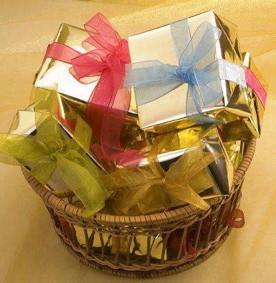 gift basket ideas family family gift basket ideas lovetoknow