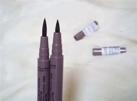 The One Eye Liner Stylo Oriflame oriflame the one eyeliner stylo black blue reviews and swatches