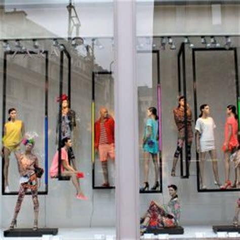 Dolly El Zarra Store 6 zara windowdisplay visualmerchandising auf