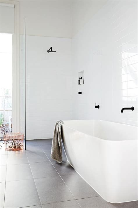 Modern White Tile Bathroom Best 25 Modern White Bathroom Ideas On Pinterest Minimalist Bathrooms Modern