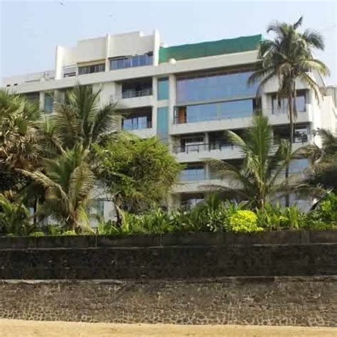 celebrity house address in mumbai akshay kumar s house on the sea shore of juhu beach