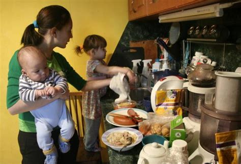 Carolina Country Kitchen - home cooked family dinners a major burden for working mothers
