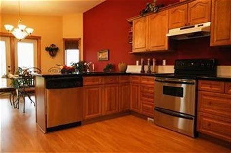 Red Kitchen Walls With Oak Cabinets | eye pleasing paint colors for kitchens with oak cabinets