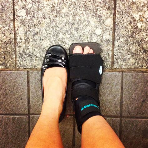 foot stress fracture boot mai running addiction 2nd toe metatarsal stress fracture