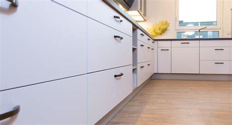 küchenzeile l form mit geräten wohnzimmer gestalten m 246 bel erle