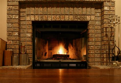 a fireplace in living room - Gas Kamin Surround