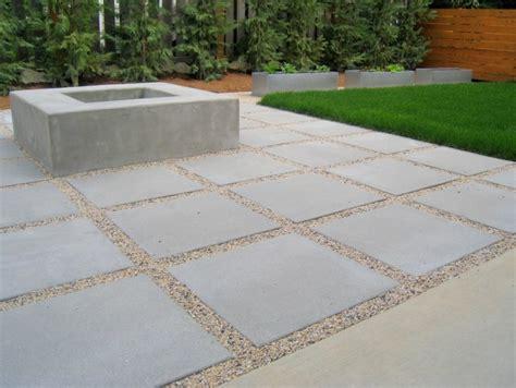 terrasse betonplatten jardin moderne avec du gravier d 233 coratif galets et